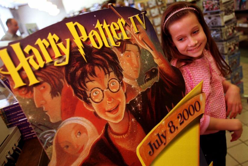 Bambina in libreria per Harry Potter