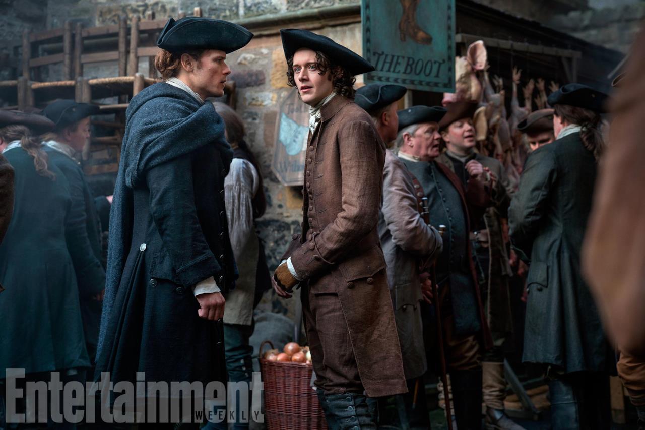 Jamie e Fergus intenti a parlare