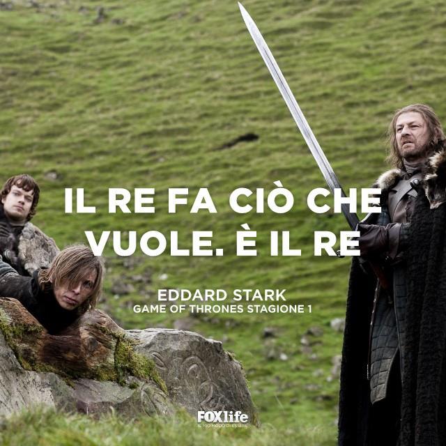 Eddard Stark in procinto di decapitare un uomo