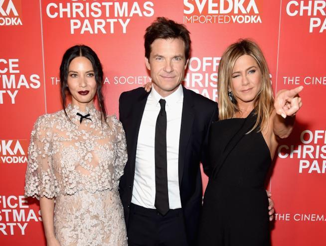 Olivia Munn, Jason Bateman e Jennifer Aniston alla premiere del loro film La festa prima delle feste