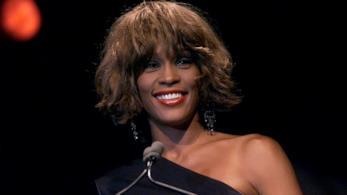 Whitney Houston in primo piano