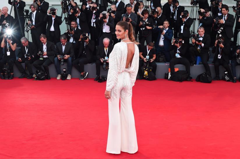 Ana Beatriz Barros sul tappeto rosso di Venezia