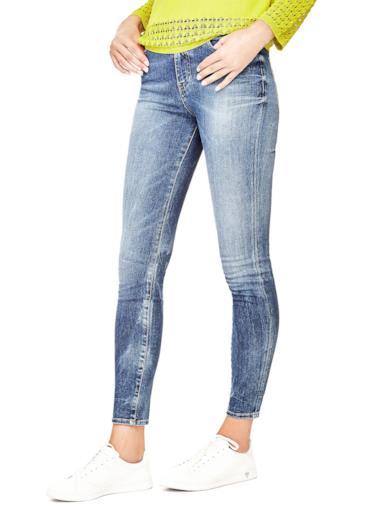 7dc172e904 I migliori jeans per la primavera/estate 2018 firmati da Guess