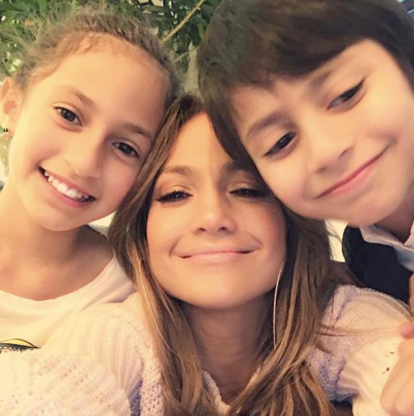 Un tenero selfie di J.Lo con i suoi figli