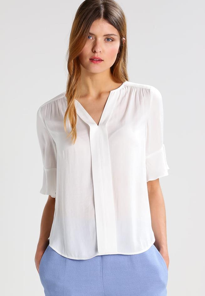 Blusa: abbigliamento adeguato per l'ufficio