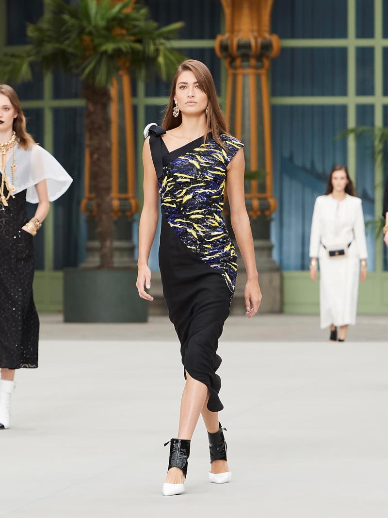 Sfilata CHANEL Collezione Donna Primavera Estate 2020 Parigi - CHANEL Resort PO RS20 0062