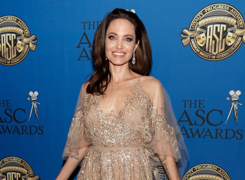 La pelle luminosa di Angelina Jolie