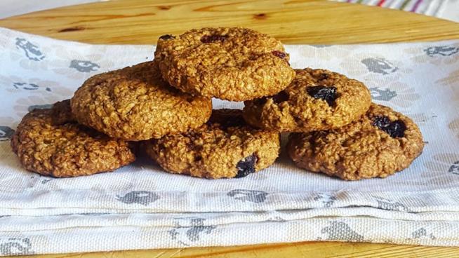 Sei biscotti con frutti di bosco
