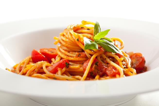 Spaghetti con pesto di mandorle e triglie