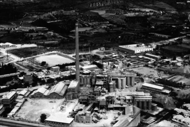 Una veduta aerea della cementeria di San Justo Desvern