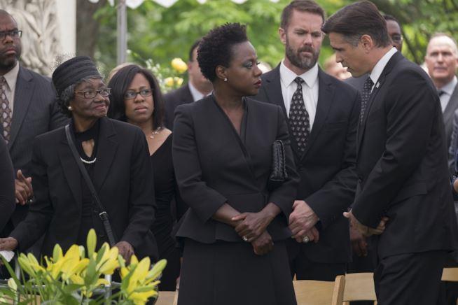 Viola Davis e Colin Farrell in una scena di Widows
