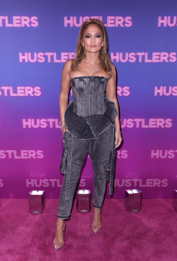 Jennifer Lopez in look total denim