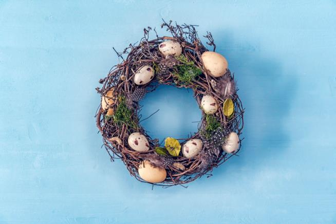 Ghirlanda con uova di Pasqua