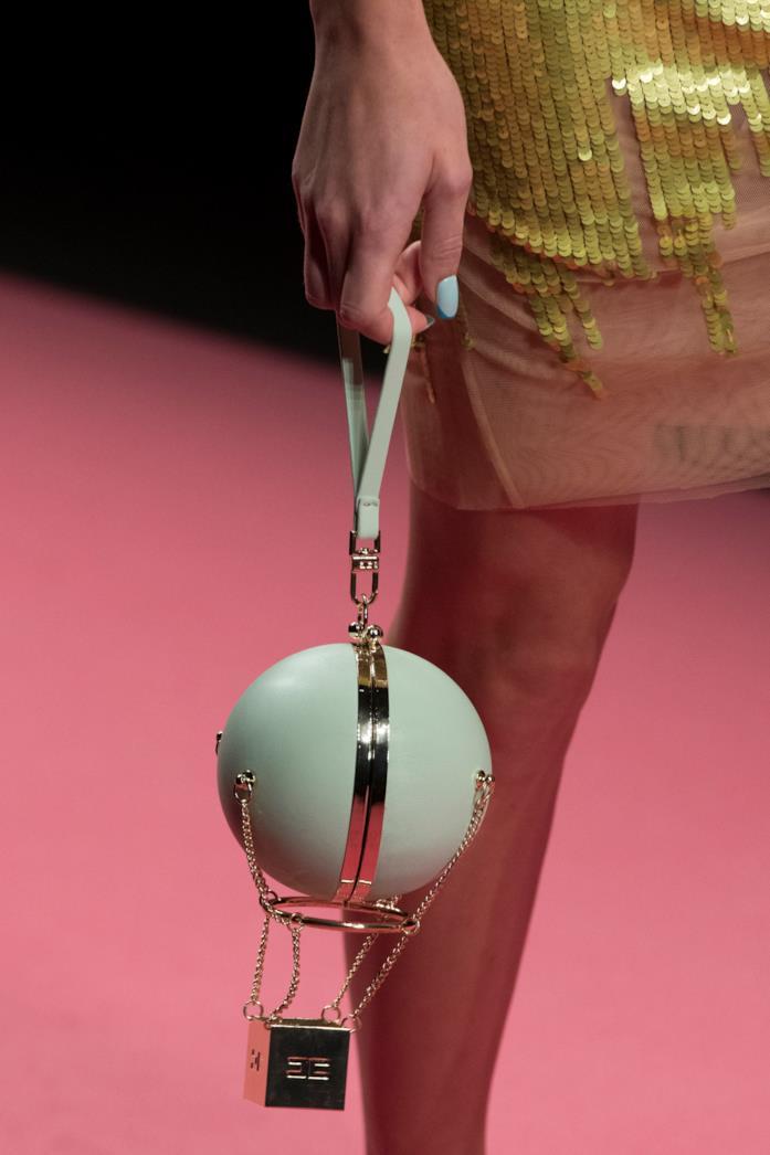 La borsa a palloncino bon ton di Elisabetta Franchi