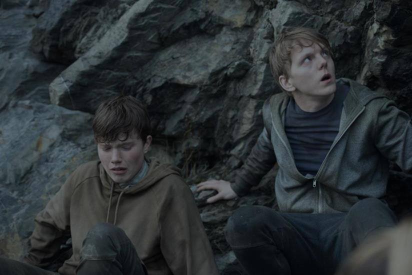 Due ragazzini in una scena di 22 July