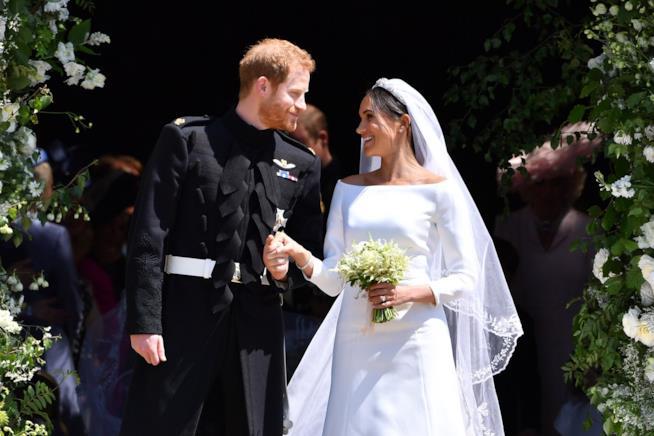 Harry e Meghan fuori la St. George Chapel dopo il matrimonio