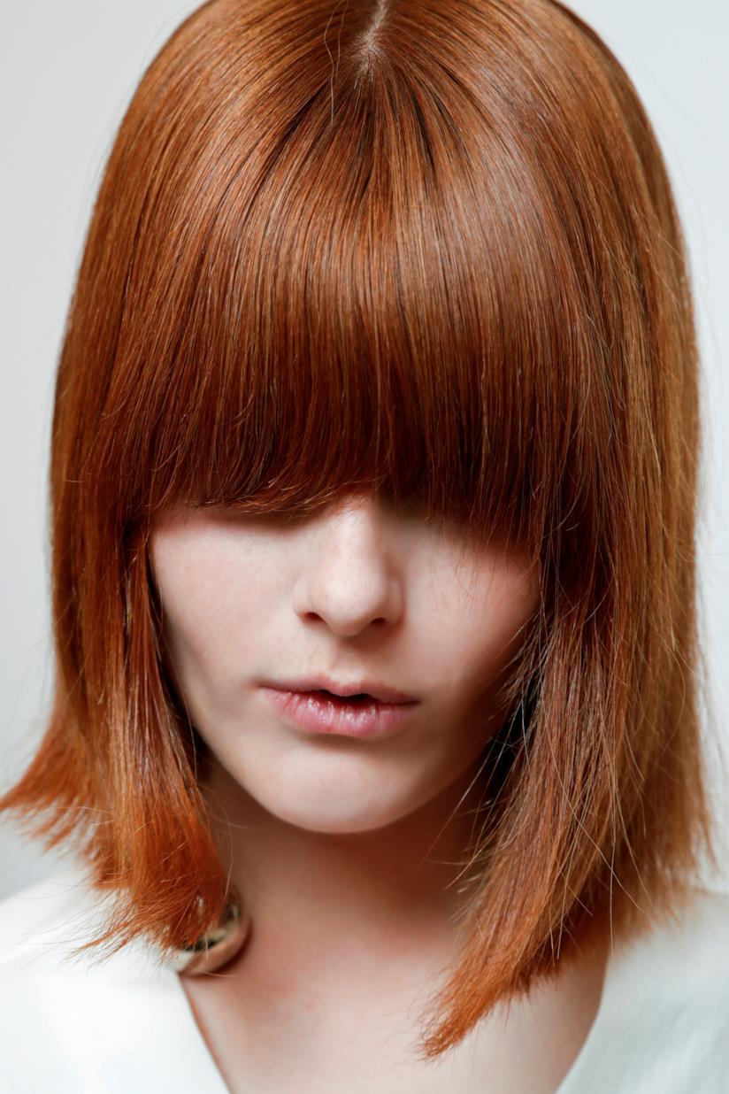 I capelli rosso paprika con il caschetto