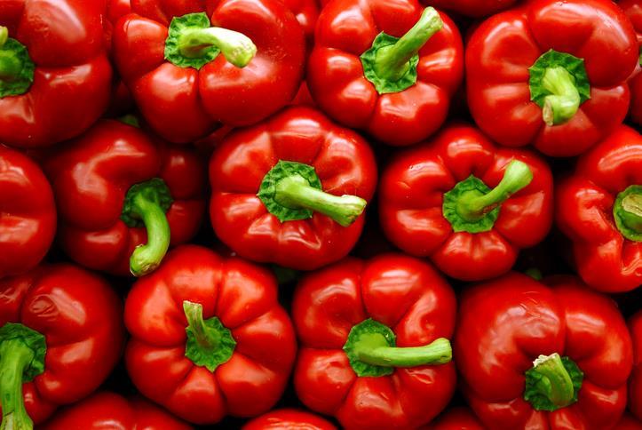 Mucchio di peperoni rossi