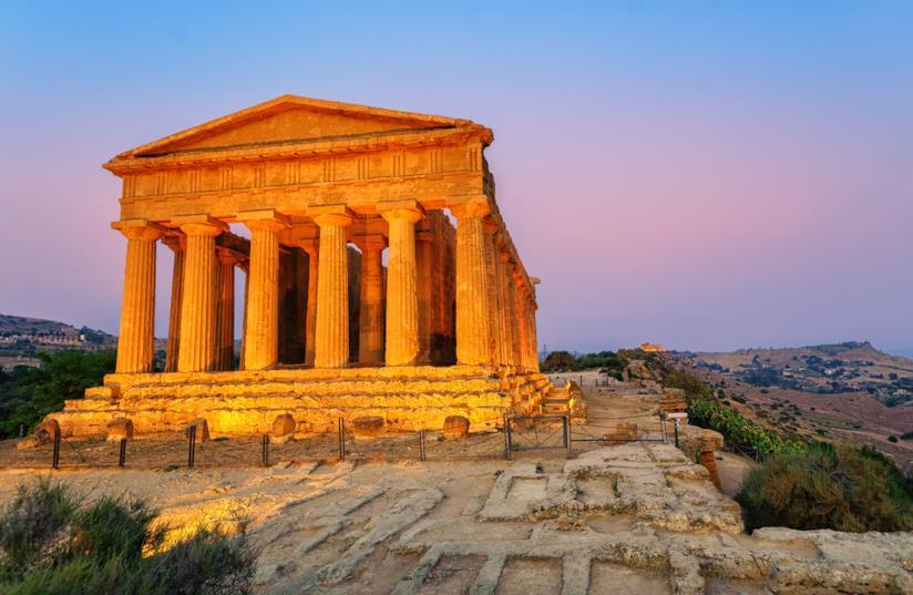 Valle dei Templi, Agrigento al tramonto