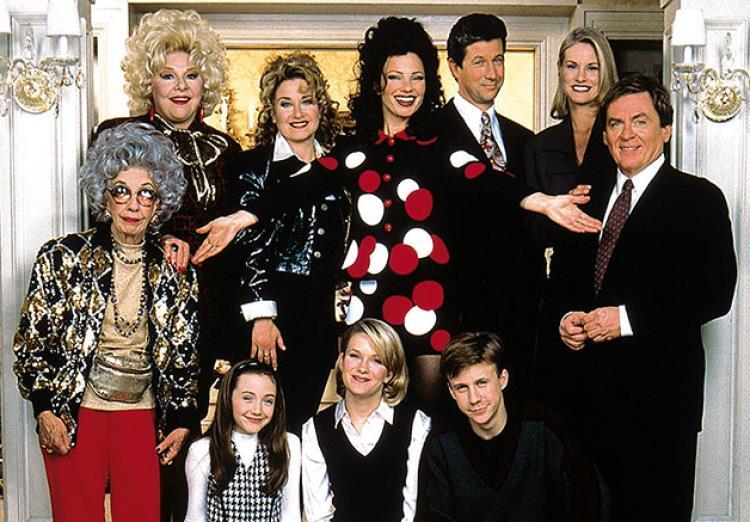 Francesca Cacace e il resto dei protagonisti de La Tata, sitcom amatissima degli anni '90