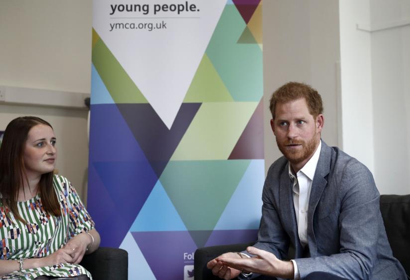 Il Principe Harry durante un incontro sulla salute mentale