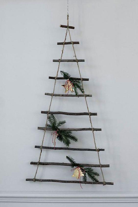 Albero di Natale stilizzato con rami