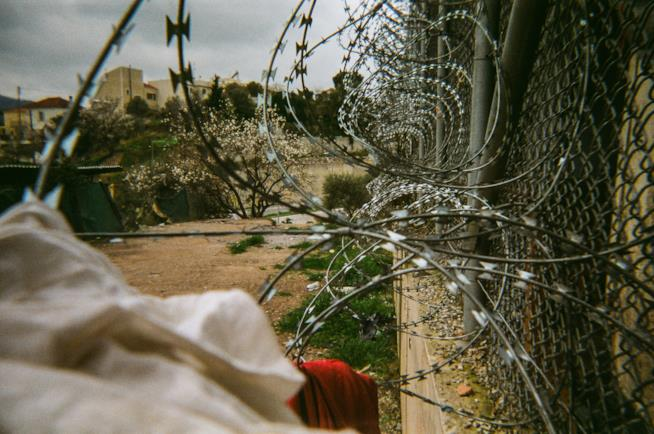 Una recinzione del campo profughi di Samos