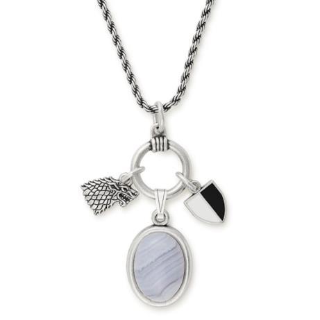 Una collana con pendente ispirata al personaggio di Arya Stark