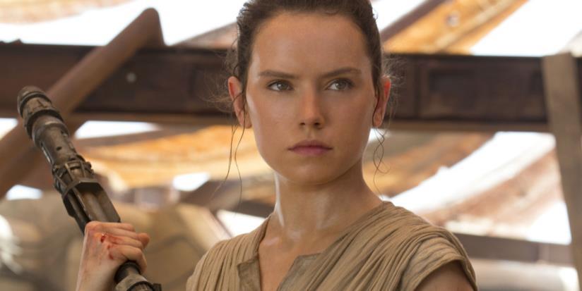 L'inglese Daisy Ridley in una scena di Star Wars