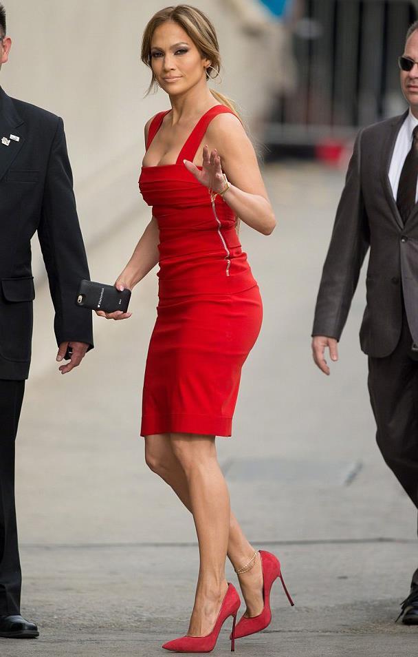 Jennifer Lopez con vertiginose scarpe rosse