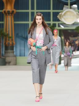 Sfilata CHANEL Collezione Donna Primavera Estate 2020 Parigi - CHANEL Resort PO RS20 0028