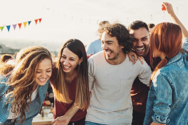 Gruppo di ragazzi che ridono