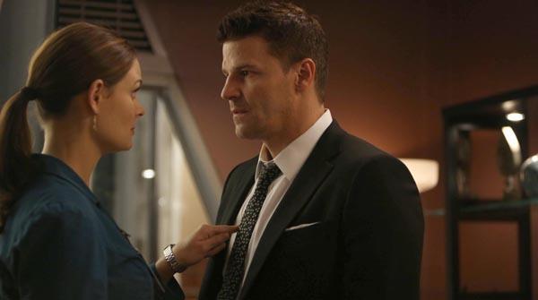 Bones: una scena tra Booth e Brennan