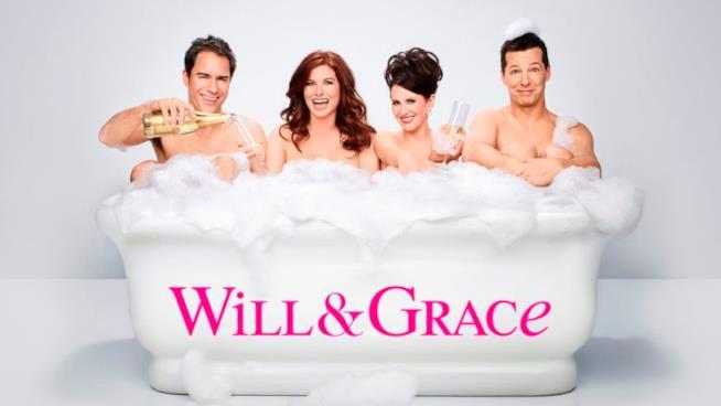 Il cast di Will & Grace nella vasca da bagno tra bolle di sapone e champagne