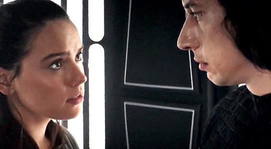 Kylo e rRey discutono in Star Wars: Gli ultimi Jedi