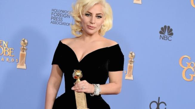 Le statuette premio dei Golden Globes 2016 in primo piano