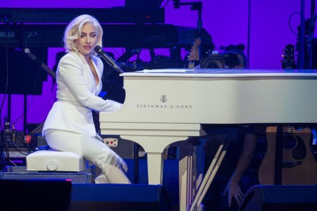 Lady Gaga al pianoforte