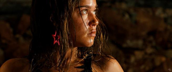 Matilda Lutz di profilo in Revenge