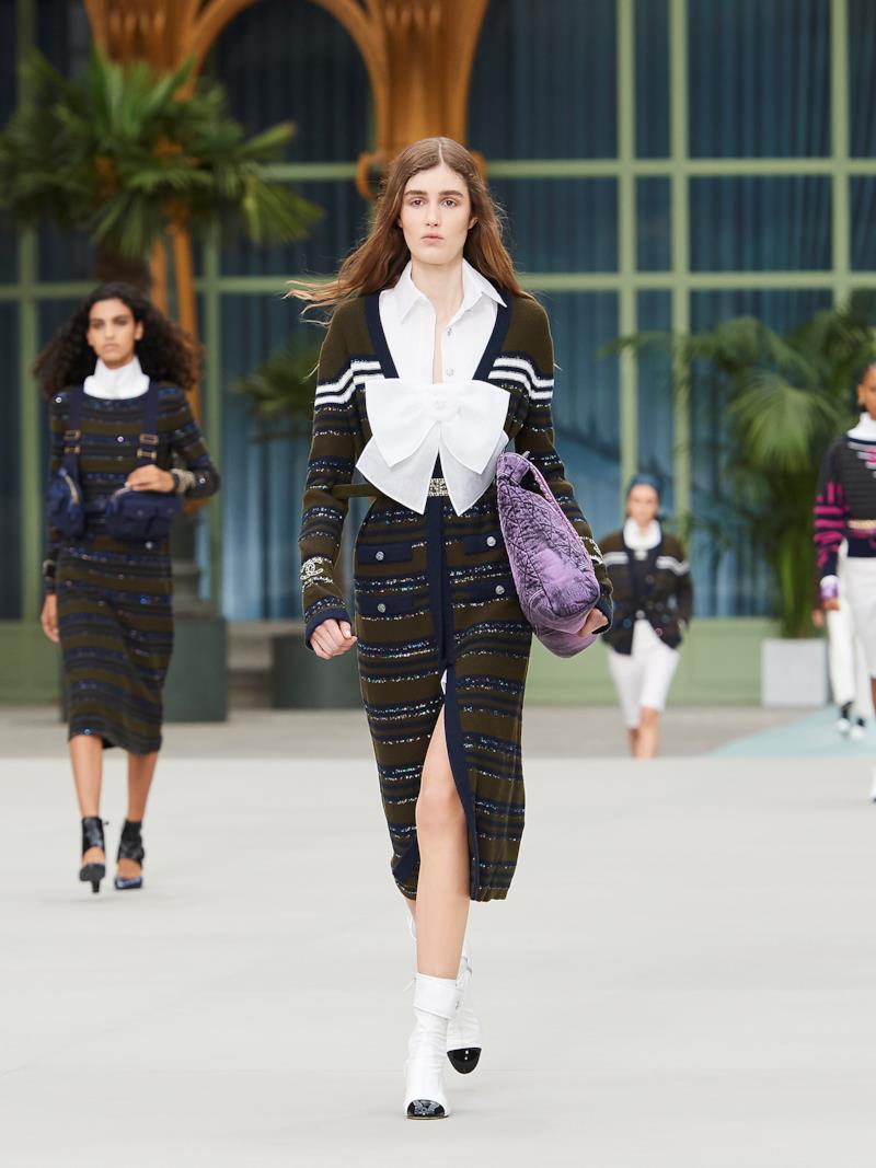 Sfilata CHANEL Collezione Donna Primavera Estate 2020 Parigi - CHANEL Resort PO RS20 0012