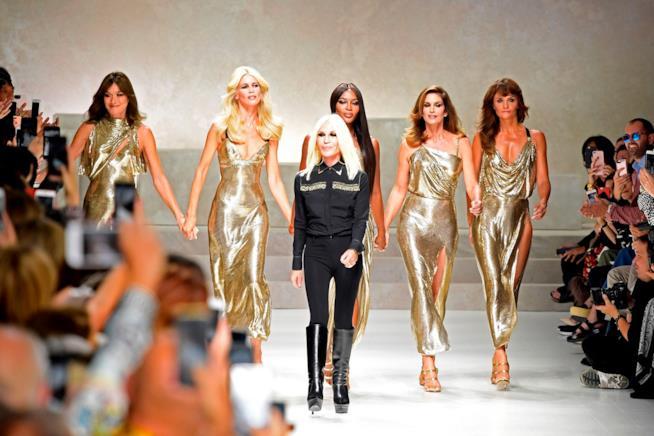 Le top model anni '90 sulla passerella della Milano Fashion Week 2017