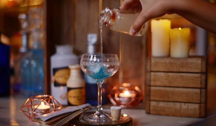 Uno dei cocktail per Harry Potter dal colore azzurrino