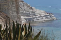 Le dieci spiagge più belle dove andare in vacanza in Primavera Scala dei Turchi, Agrigento