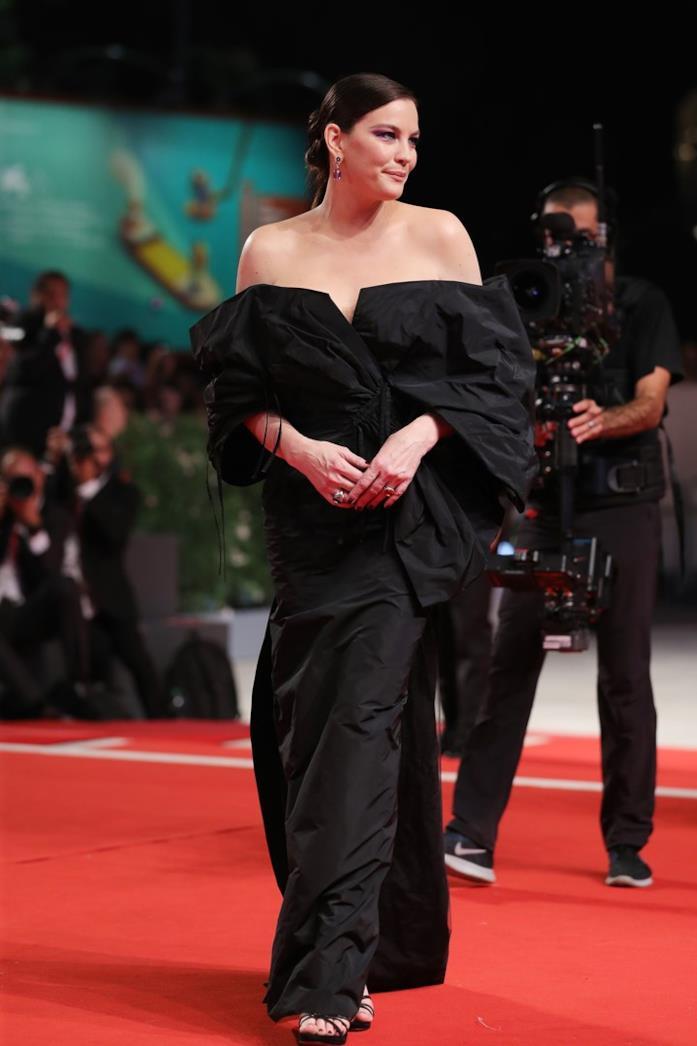 Liv Tyler sul red carpet di Venezia 76