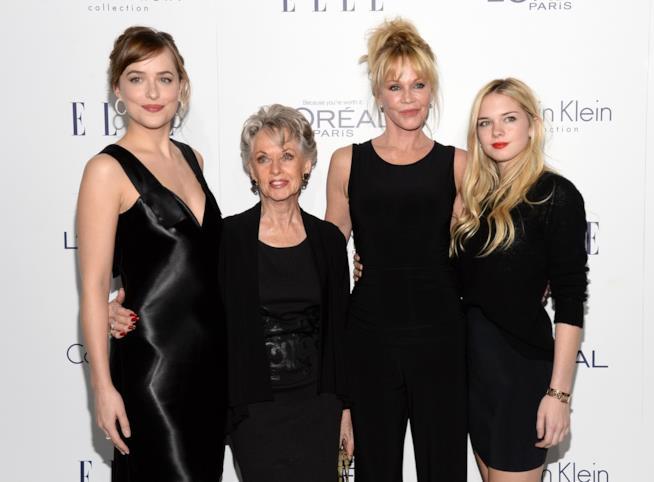 Dakota Johnson con la nonna Tippi Hedren e la mamma Melanie Griffith