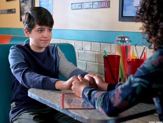 Cyrus in una scena di Andi Mack