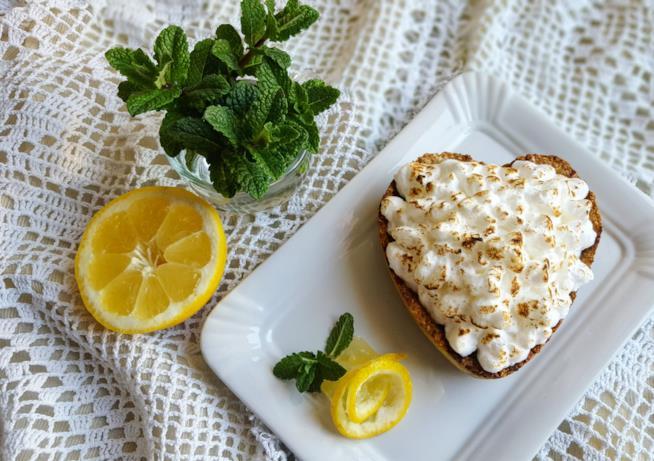 Dolce con crema bianca e limone