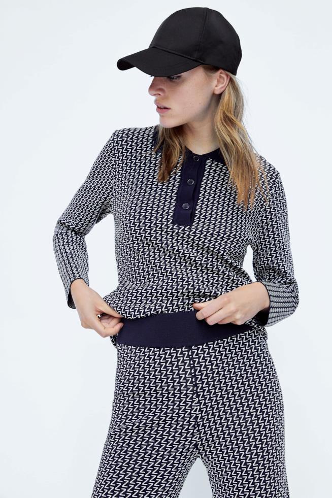 """Pantaloni 74% viscosa, 26% nylon di Zara con stampa """"Z"""""""