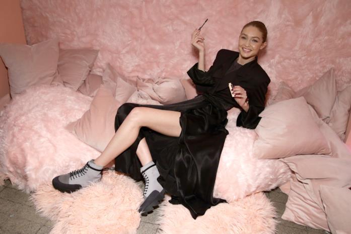 Gigi Hadid in uno shooting Maybelline New York