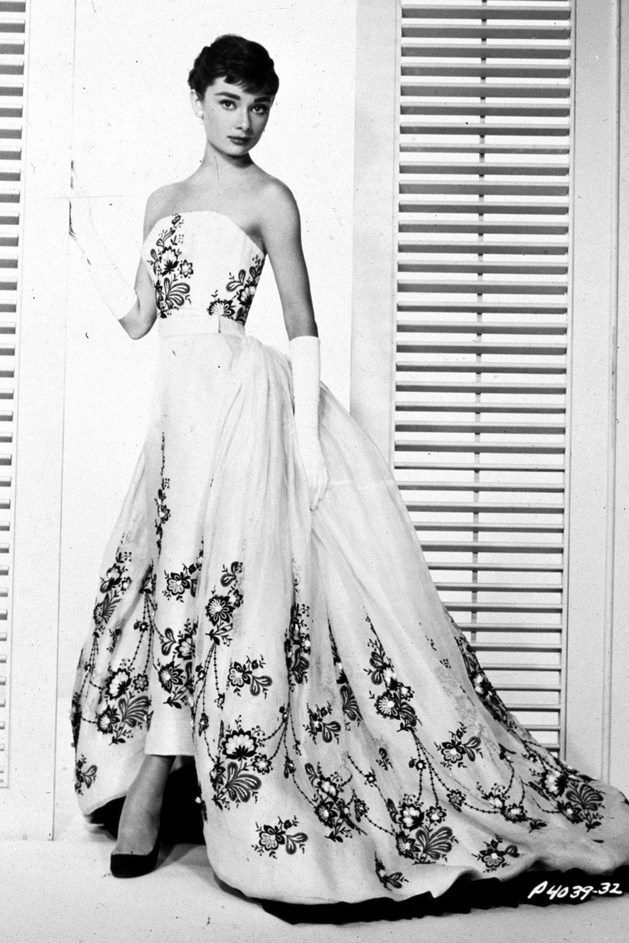 e110ffe5b1bf L abito bianco di Audrey Hepburn in Sabrina HDParamount