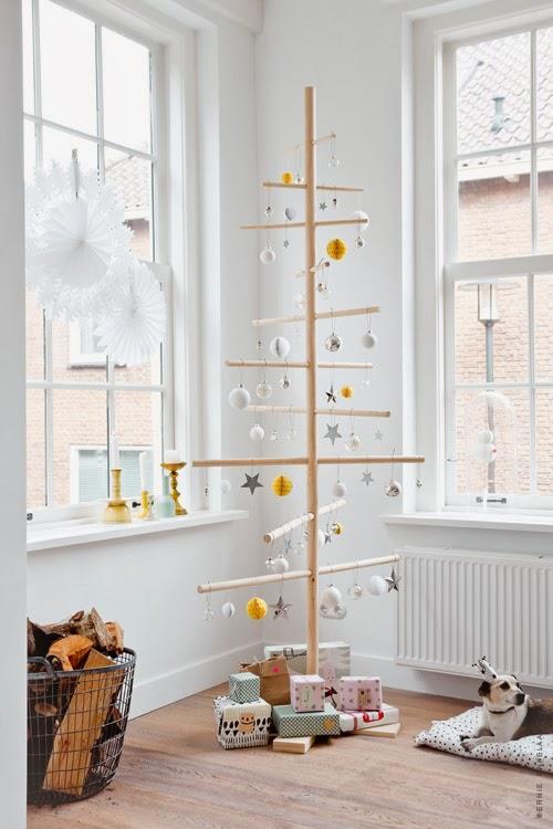 Albero di legno minimalista